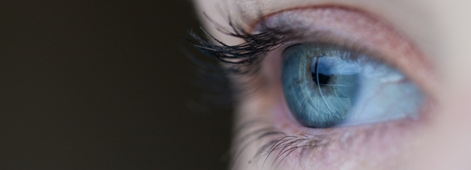 javíthatják-e a könnyek a látást