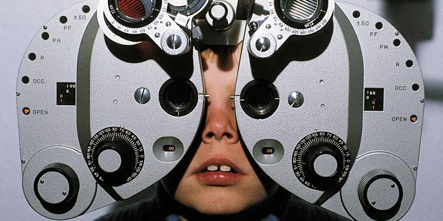 videó a látás ellenőrzéséről)