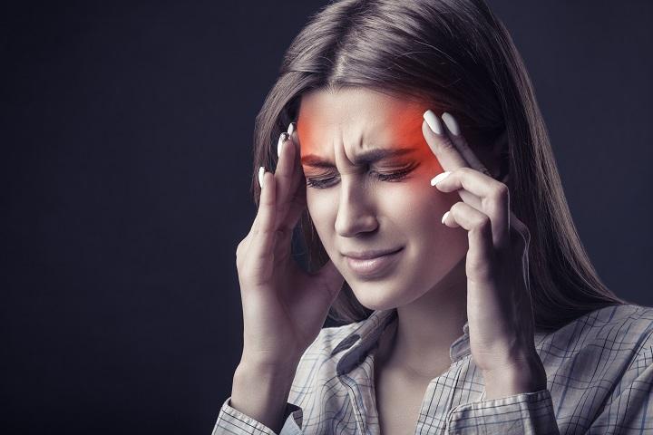 fájhat-e a fej látásból